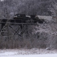 NS9357 pushing on unit grain train, Devou trestle, Ludlow KY, 1-30-09