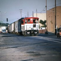 MET 605 creeps down B Street, Modesto, CA,  at first light, 7-23-98