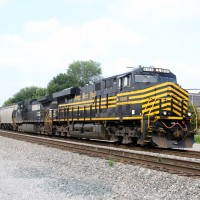 NS 8100 (Nickel Plate Heritage) Cincinnati 8-1-2013