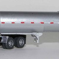 Trainworx Peterbilt 379 with 40-ft Bulk Tank Trailer