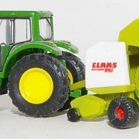 Wiking JD Tractor With Claas Round Baler-2