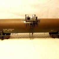 Athearn TLDX 20,900 Gallon Tank Car, weathered.