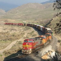 BNSF4707 leads a SB manifest uphill at Caliente horseshoe, 2-2-08