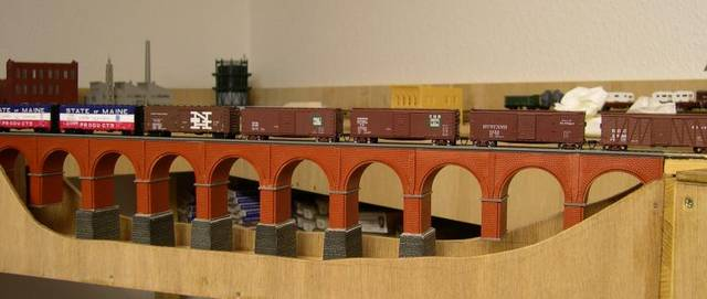 A string of ESM IH and Atlas USRA box cars