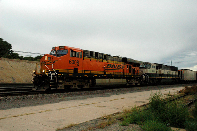 BNSF AC4400CW #6008 and SD70MAC with coal unit train at Pueblo, CO