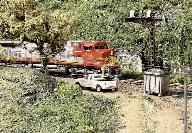 BNSF Dash-9 Rolls under an old ATSF-type Cantilever Signal_BSNF BenZach Sub
