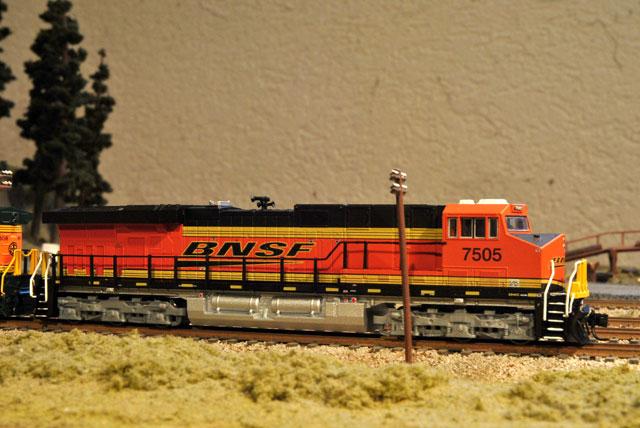 BNSF ES44AC   TrainBoard com - The Internet's Original