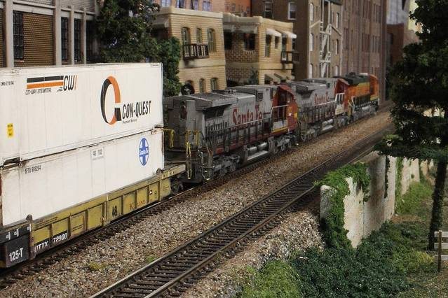 BNSF Stack Train Climbs the grade on the Flyover_BNSF BenZach Sub
