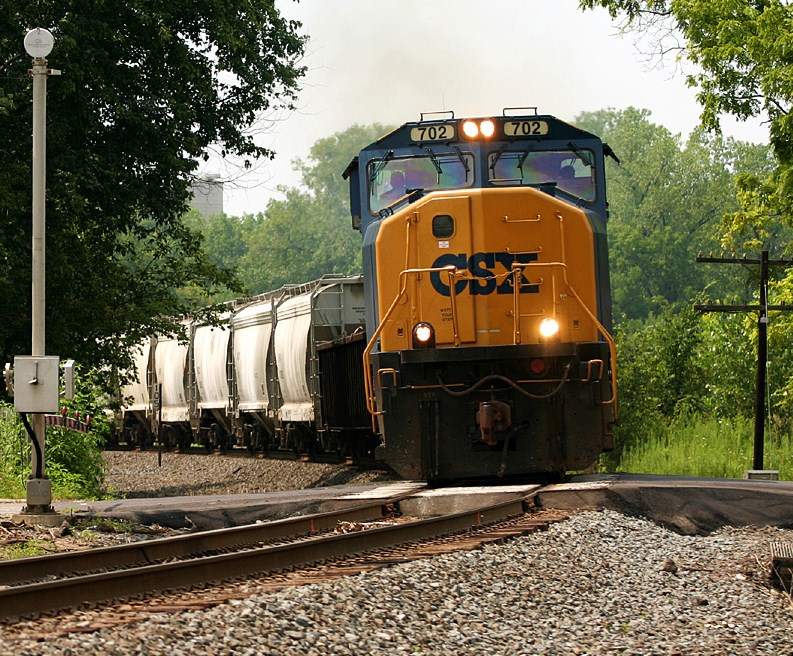 CSXT 702 at Marysville, Ohio 8/6/2006