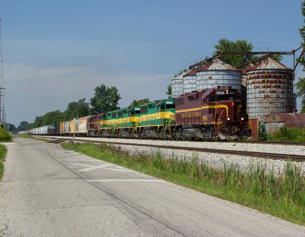 LIRC 2004 leads LIRC C122 on a southbound manifest train in Scottsburg, IN