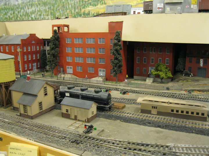 Mezzanine decks on Verne Alexander's HO layout