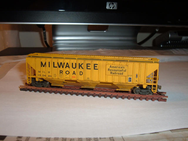 MILW Covered Hopper 100680 Weathering 1