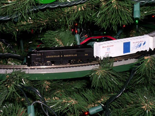 N-scale Christmas Tree Train