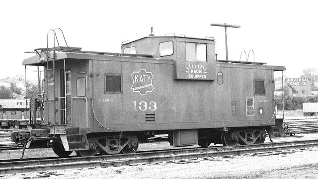 Red wide vision caboose 133   2 Kansas City 1980-81