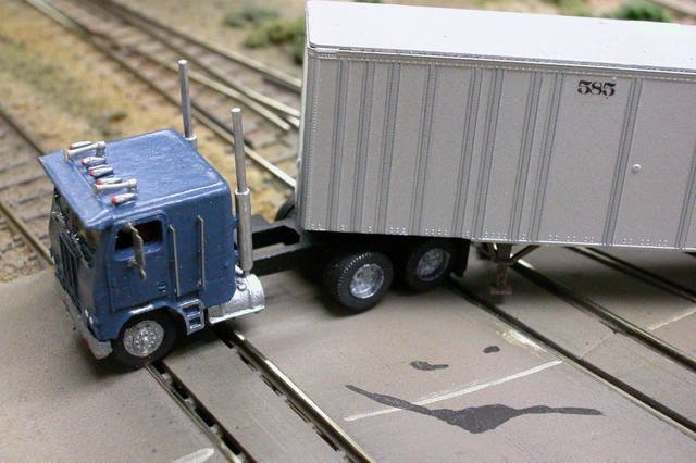 Athearn N Scale 3 Axle Tractor : Semi trailer and or tractor details n scale page