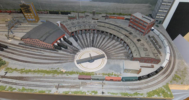 Kz9s HO Scale Roundhouse And Turntable Layouts